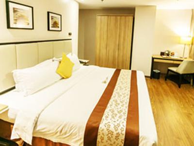 1 Bedroom Exec. Suite – View 02